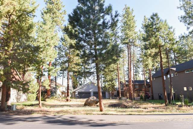 946 E Timber Pine Drive, Sisters, OR 97759 (MLS #201908136) :: The Ladd Group