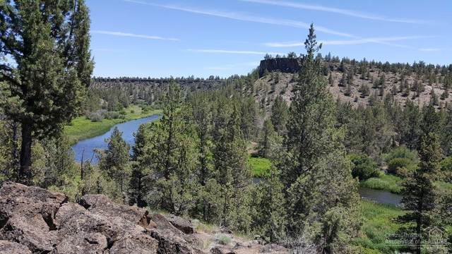 8698 NW Lower Bridge Way, Terrebonne, OR 97760 (MLS #201908588) :: Fred Real Estate Group of Central Oregon