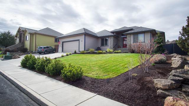 4136 SW Salmon Avenue, Redmond, OR 97756 (MLS #202000197) :: Berkshire Hathaway HomeServices Northwest Real Estate