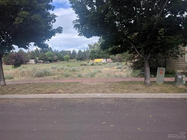 63241 NE Logan Avenue, Bend, OR 97701 (MLS #202002269) :: The Ladd Group