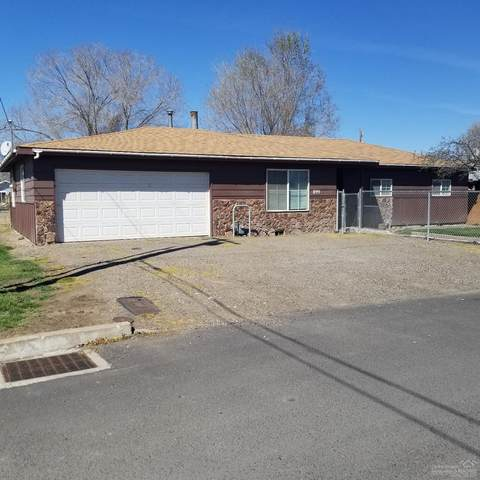 899 NW Locust Street, Prineville, OR 97754 (MLS #202003090) :: Berkshire Hathaway HomeServices Northwest Real Estate