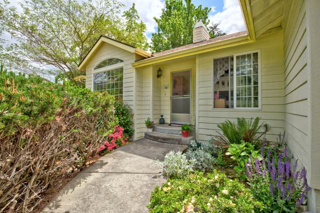 303 NW Sinclair Drive, Grants Pass, OR 97526 (MLS #220101130) :: Bend Relo at Fred Real Estate Group