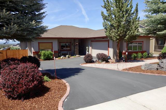 4137 SW Salmon Place, Redmond, OR 97756 (MLS #220101862) :: Fred Real Estate Group of Central Oregon