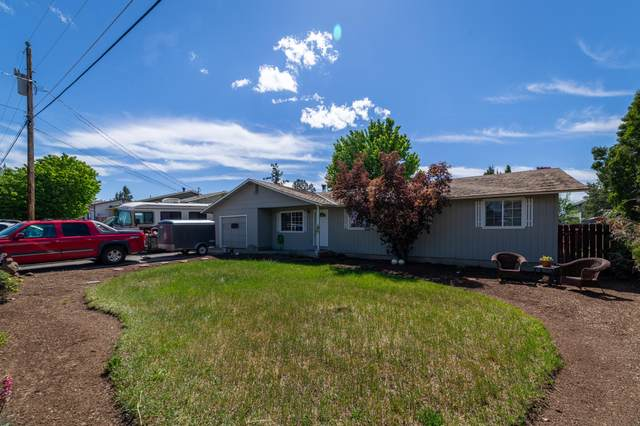 1607 SW 21st Place, Redmond, OR 97756 (MLS #220102139) :: The Ladd Group