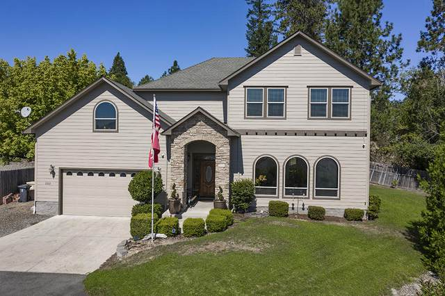 2205 NW Oxford Circle, Grants Pass, OR 97526 (MLS #220102709) :: Coldwell Banker Bain