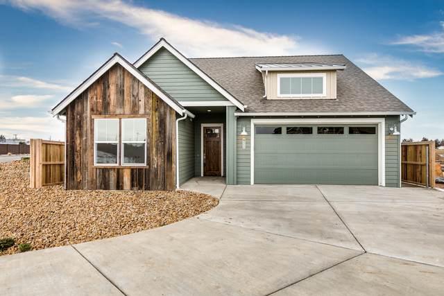 4225 SW Coyote Avenue, Redmond, OR 97756 (MLS #220102783) :: Berkshire Hathaway HomeServices Northwest Real Estate