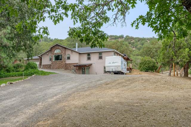 9996 Blackwell Road, Central Point, OR 97502 (MLS #220106242) :: The Ladd Group