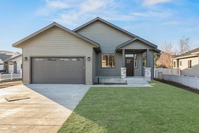 205 SW Meadow Lakes Drive, Prineville, OR 97754 (MLS #220107588) :: The Riley Group