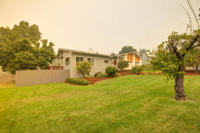 1601 Lenora Drive, Medford, OR 97504 (MLS #220109197) :: The Payson Group