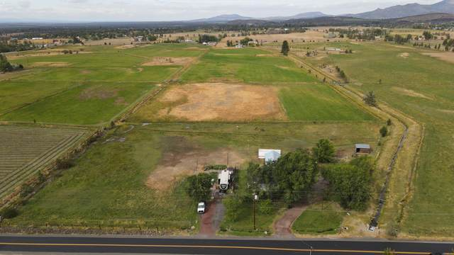 3025 NW Hemlock Avenue, Redmond, OR 97756 (MLS #220109399) :: Fred Real Estate Group of Central Oregon
