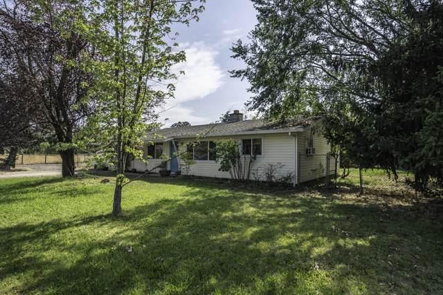 3305 Bellinger Lane, Medford, OR 97501 (MLS #220109589) :: Coldwell Banker Bain