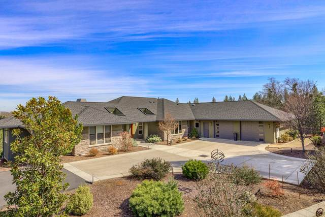 945 Westmont Drive, Jacksonville, OR 97530 (MLS #220111080) :: The Ladd Group