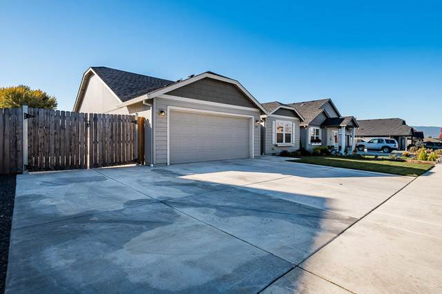 3402 Ford Drive, Medford, OR 97504 (MLS #220111478) :: Berkshire Hathaway HomeServices Northwest Real Estate