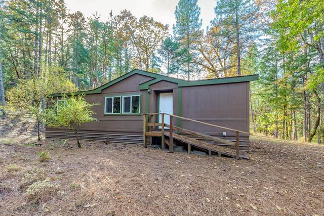 7499 Hwy 227, Eagle Point, OR 97524 (MLS #220112142) :: The Payson Group