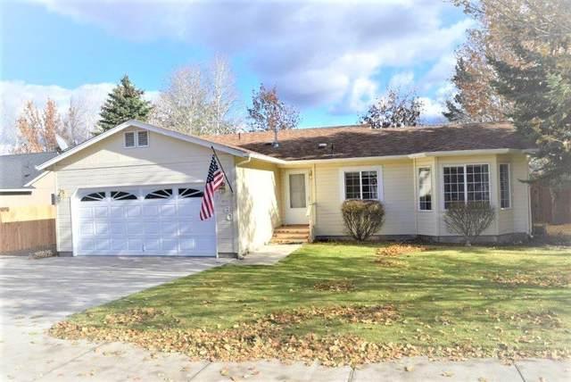 4060 SW Ben Hogan Drive, Redmond, OR 97756 (MLS #220112334) :: Central Oregon Home Pros