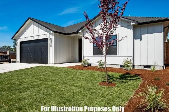 997 Arrowhead Trail, Eagle Point, OR 97524 (MLS #220114547) :: Rutledge Property Group