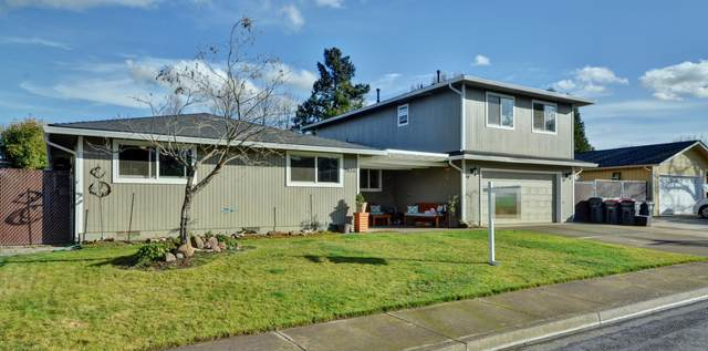 5050 Del Mar Drive, Central Point, OR 97502 (MLS #220115060) :: The Riley Group