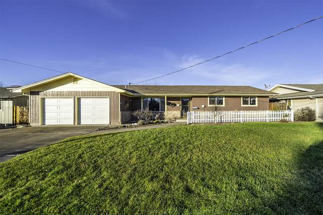 1711 Brookhurst Street, Medford, OR 97504 (MLS #220115332) :: Top Agents Real Estate Company