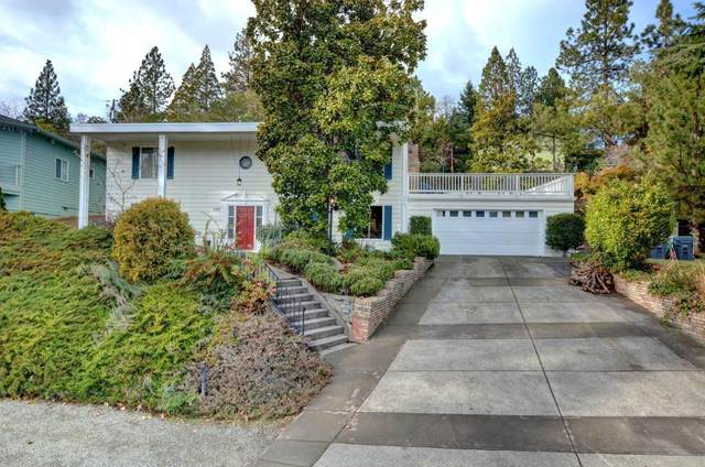 240 Coachman Drive, Jacksonville, OR 97530 (MLS #220116938) :: Bend Relo at Fred Real Estate Group
