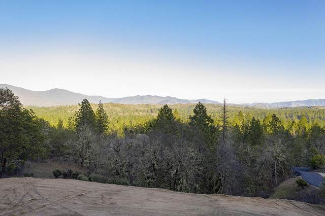 572 Brookstone Hills Drive, Grants Pass, OR 97526 (MLS #220117307) :: Vianet Realty