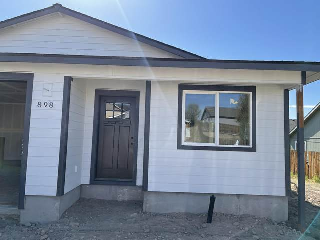 898 SE Maliah Avenue, Madras, OR 97741 (MLS #220117597) :: Fred Real Estate Group of Central Oregon
