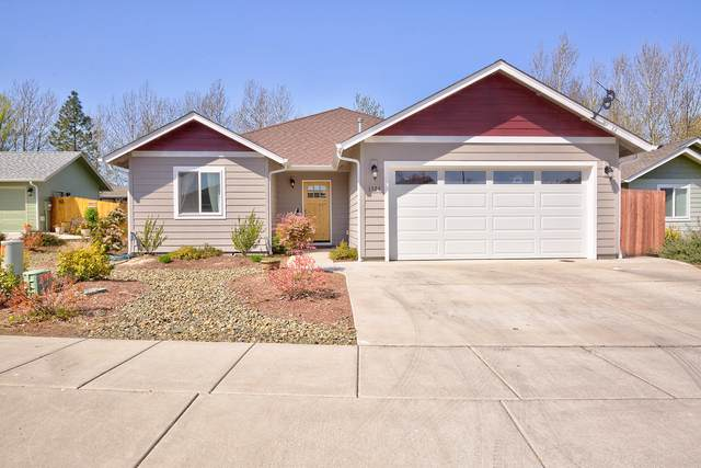 1524 SW Yucca Drive, Grants Pass, OR 97527 (MLS #220119515) :: Berkshire Hathaway HomeServices Northwest Real Estate