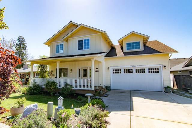1668 Leonard Road, Grants Pass, OR 97527 (MLS #220119659) :: Keller Williams Realty Central Oregon