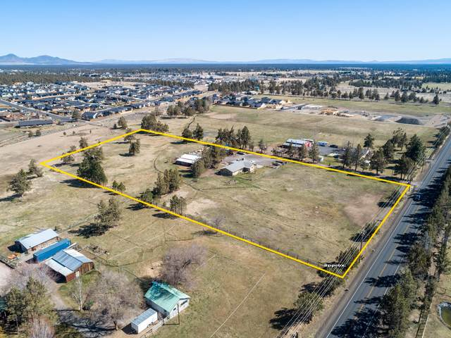 3498 SW Helmholtz Way, Redmond, OR 97756 (MLS #220120277) :: Vianet Realty