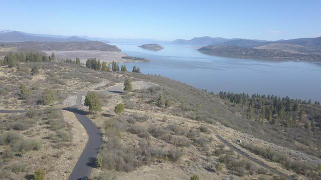 6100 Rustler Peak Way, Klamath Falls, OR 97601 (MLS #220121641) :: Bend Relo at Fred Real Estate Group