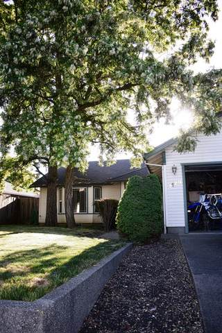 1129 Looking Glass Way, Central Point, OR 97502 (MLS #220121711) :: Top Agents Real Estate Company