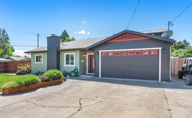 100 Princess Way, Central Point, OR 97502 (MLS #220121758) :: Keller Williams Realty Central Oregon