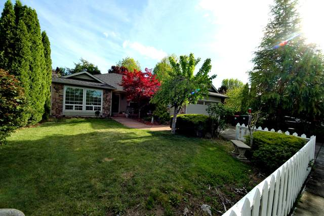3268 Ford Drive, Medford, OR 97504 (MLS #220121771) :: Premiere Property Group, LLC
