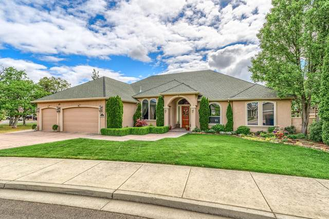 112 Pebble Creek Drive, Eagle Point, OR 97524 (MLS #220121813) :: The Ladd Group