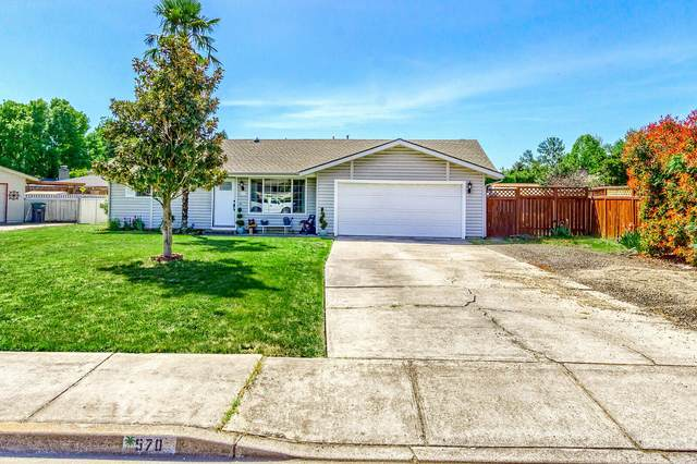 570 Magenta Circle, Medford, OR 97504 (MLS #220122626) :: Bend Relo at Fred Real Estate Group