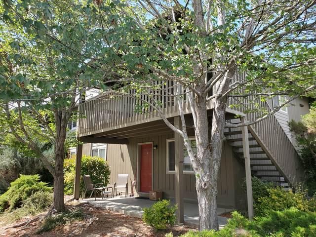 1806 NE Fairview Avenue, Grants Pass, OR 97526 (MLS #220123925) :: Coldwell Banker Bain