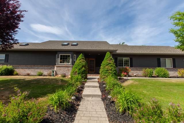 2265 NE Scarlet Court, Bend, OR 97701 (MLS #220124379) :: Berkshire Hathaway HomeServices Northwest Real Estate