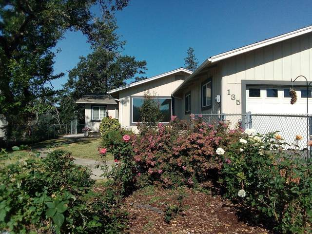 135 N Fifth Avenue, Gold Hill, OR 97525 (MLS #220124991) :: Coldwell Banker Bain