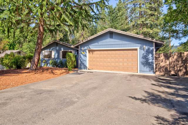 111 Rogue Manor Place, Grants Pass, OR 97527 (MLS #220125236) :: Team Birtola | High Desert Realty