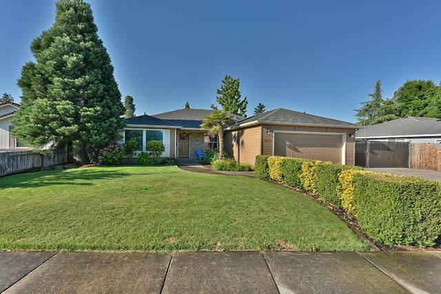 972 Westrop Drive, Central Point, OR 97502 (MLS #220125442) :: Coldwell Banker Bain