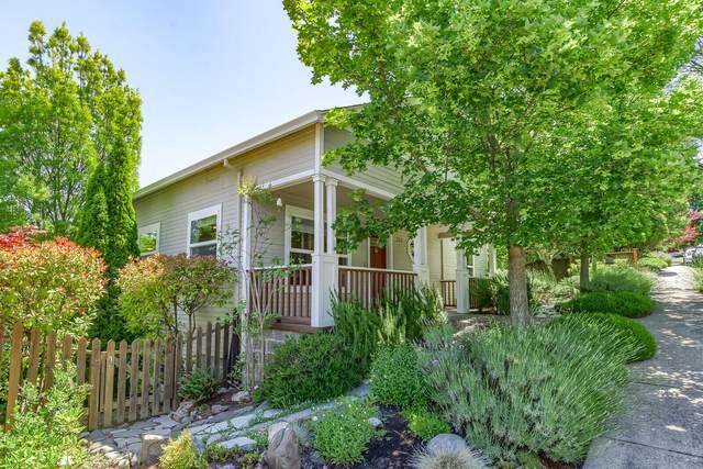 380 Hemlock Lane, Ashland, OR 97520 (MLS #220125458) :: Chris Scott, Central Oregon Valley Brokers
