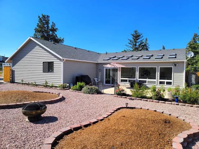 2772 SW Glacier Avenue, Redmond, OR 97756 (MLS #220125999) :: Team Birtola | High Desert Realty