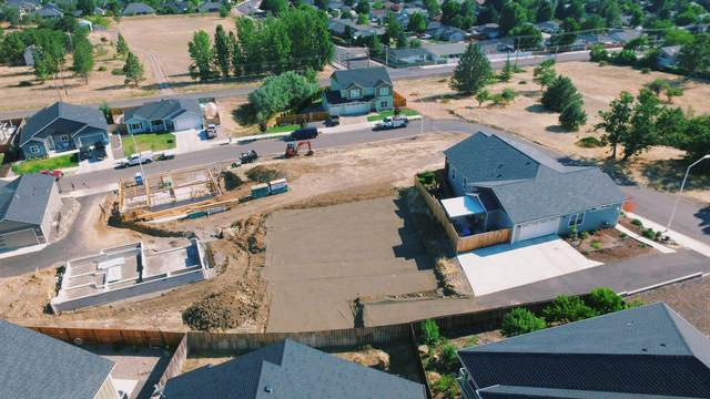 1010 Onyx Street, Eagle Point, OR 97524 (MLS #220126841) :: FORD REAL ESTATE