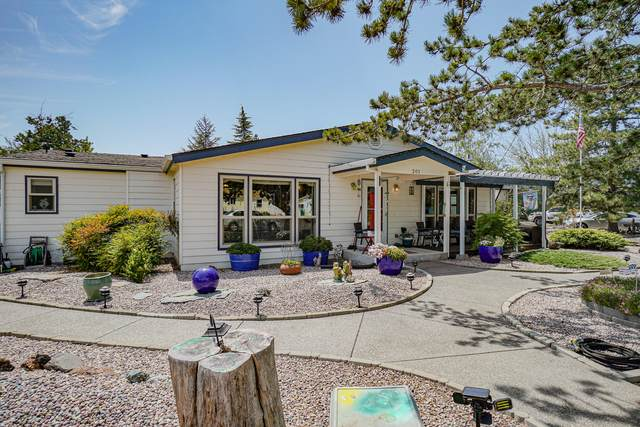 301 Whitetail Lane, Shady Cove, OR 97539 (MLS #220127913) :: Team Birtola | High Desert Realty