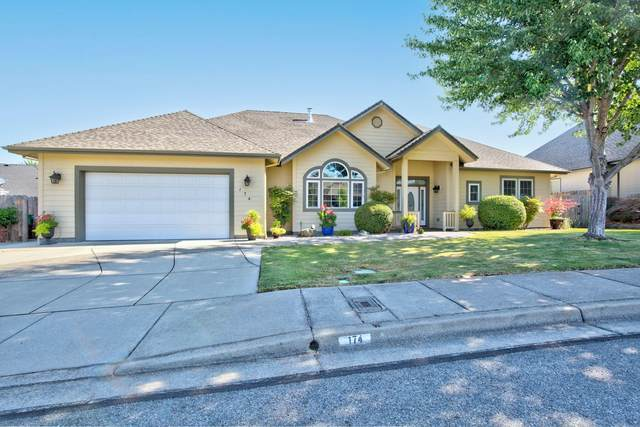 174 SW Whispering Drive, Grants Pass, OR 97527 (MLS #220127973) :: Bend Homes Now