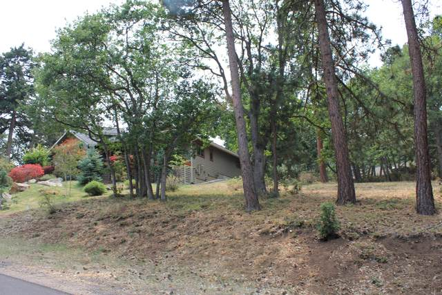 Redstart Road Lot899, Klamath Falls, OR 97601 (MLS #220128132) :: Premiere Property Group, LLC
