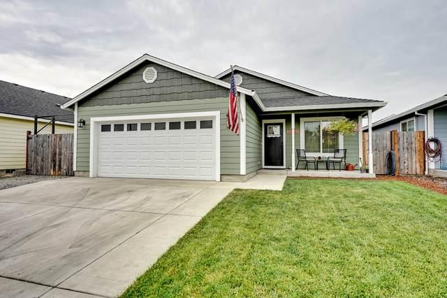350 Isabel Drive, Medford, OR 97501 (MLS #220128176) :: Premiere Property Group, LLC