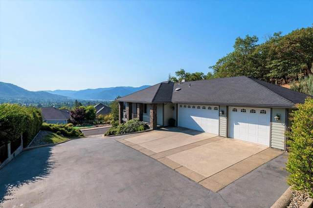920 NW Valley View Drive, Grants Pass, OR 97526 (MLS #220128357) :: Coldwell Banker Bain
