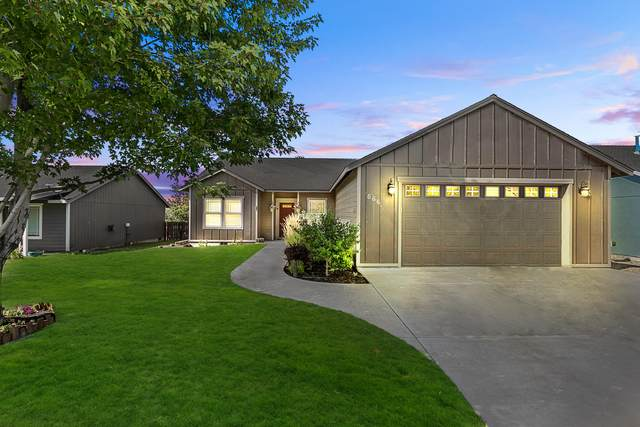 568 NE Marigold Street, Madras, OR 97741 (MLS #220129314) :: Arends Realty Group