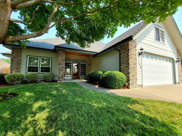 166 SW Whispering Drive, Grants Pass, OR 97527 (MLS #220129421) :: Schaake Capital Group