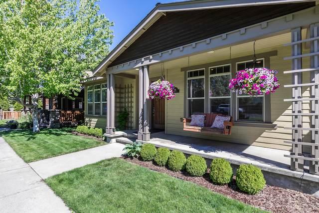 832 NE Revere Avenue, Bend, OR 97701 (MLS #220129867) :: Chris Scott, Central Oregon Valley Brokers